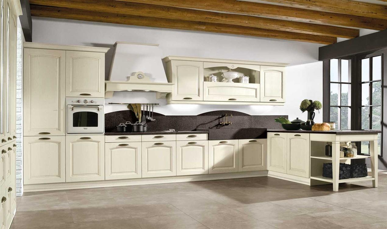 Cucina classica arredamenti cucina zona cottura for In cucina arredamenti roletto
